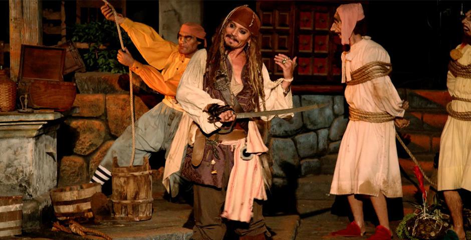 People's Voice - Johnny Depp Surprises Fans as Captain Jack Sparrow at Disneyland!